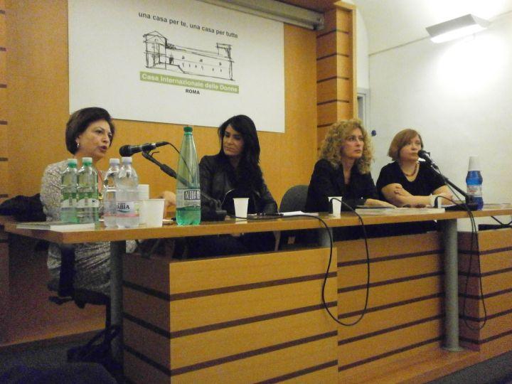 """Presentazione dei """"Demoni dell'Eden"""" di Lydia Cacho (Fandango Libri) alla Casa Internazionale delle donne di Roma. Da sx Loretta Bondì, Lydia Cacho, Luisa Betti, Barbara Spinelli."""