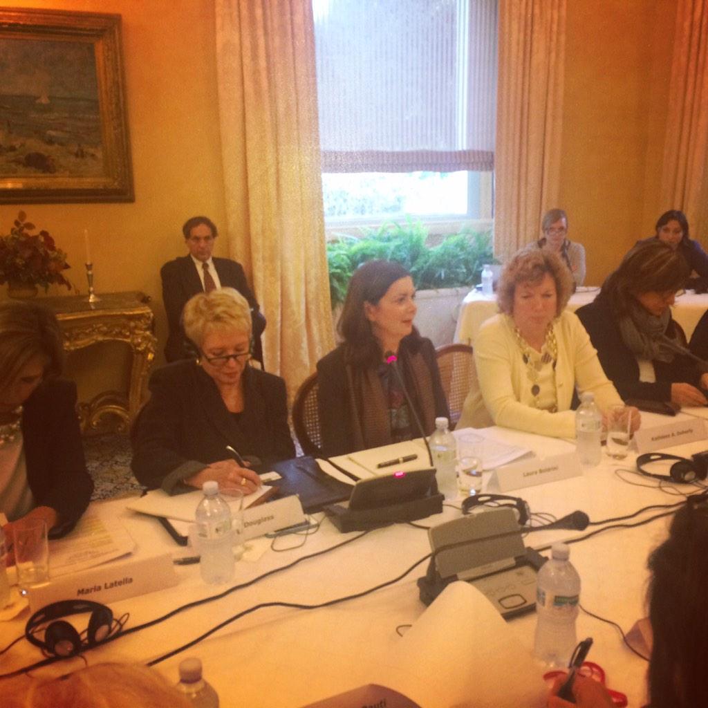 """La presidente della camera, Laura Boldrini, e la giornalista Linda Douglass al tavolo """"Eliminating Gender-Based Violence in Italy: Challenges and Opportunities"""" presso l'Ambasciata americana di Roma."""